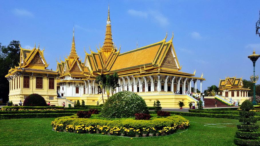 http://fotos.hellotrip.es/camboya/Camboya_Phnom_Penh_Palacio_Real.jpg
