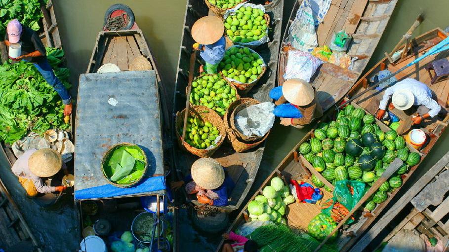 http://fotos.hellotrip.es/camboya/Camboya_Phnom_Penh_aldea_mercado_flotante.jpg