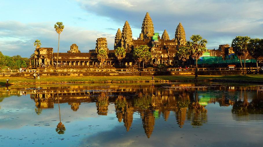 http://fotos.hellotrip.es/camboya/Camboya_Siem_Reap_AngkorWat.jpg
