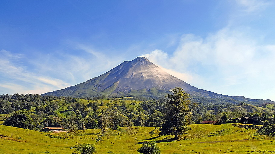http://fotos.hellotrip.es/costa-rica/Costa_Rica_Arenal_volcan_Arenal.jpg