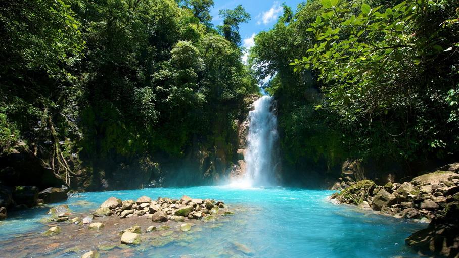 http://fotos.hellotrip.es/costa-rica/Costa_Rica_Guanacaste_cascada.jpg