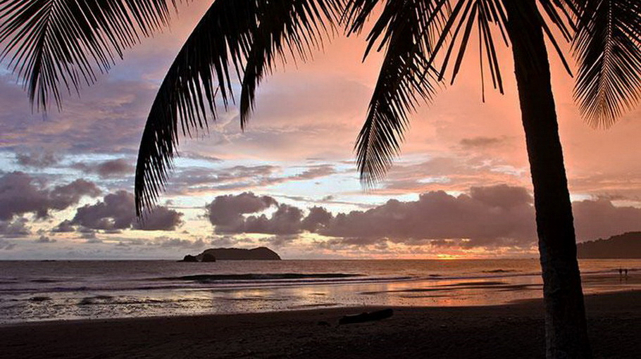 http://fotos.hellotrip.es/costa-rica/Costa_Rica_Manuel_Antonio_playa.jpg