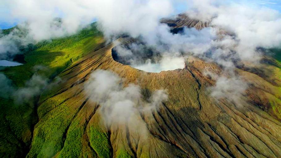 http://fotos.hellotrip.es/costa-rica/Costa_Rica_Rincon_de_la_Vieja_volcan_humeante.jpg