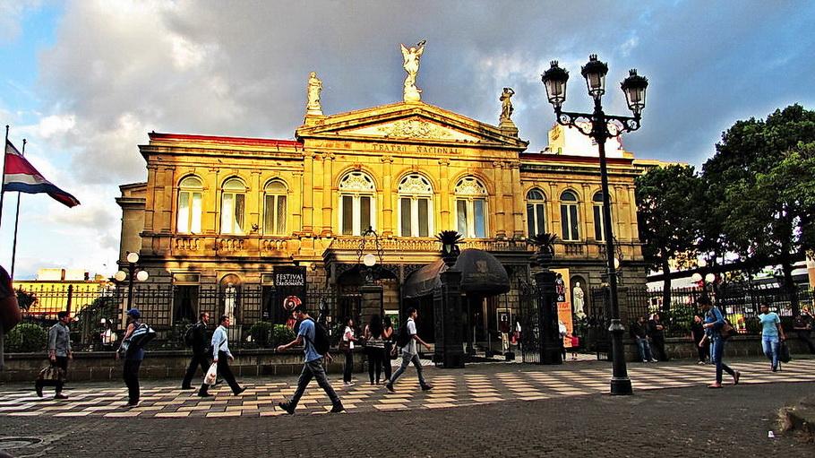 http://fotos.hellotrip.es/costa-rica/Costa_Rica_San_Jose_Teatro_Nacional.jpg