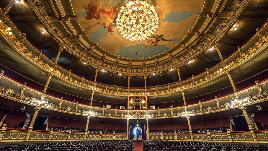 https://fotos.hellotrip.es/costa-rica/Costa_Rica_San_Jose_Teatro_Nacional_4.jpg