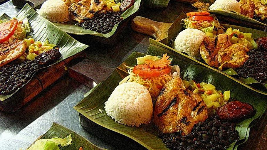 http://fotos.hellotrip.es/costa-rica/Costa_Rica_Tortuguero_comida_tipica.jpg