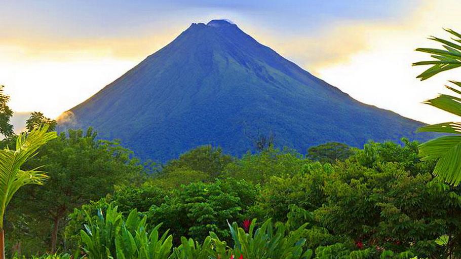 http://fotos.hellotrip.es/costa-rica/Costa_Rica_volcan_Arenal.jpg