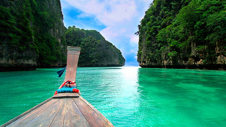 http://fotos.hellotrip.es/tailandia/Tailandia_Phuket_barca_costa.jpg