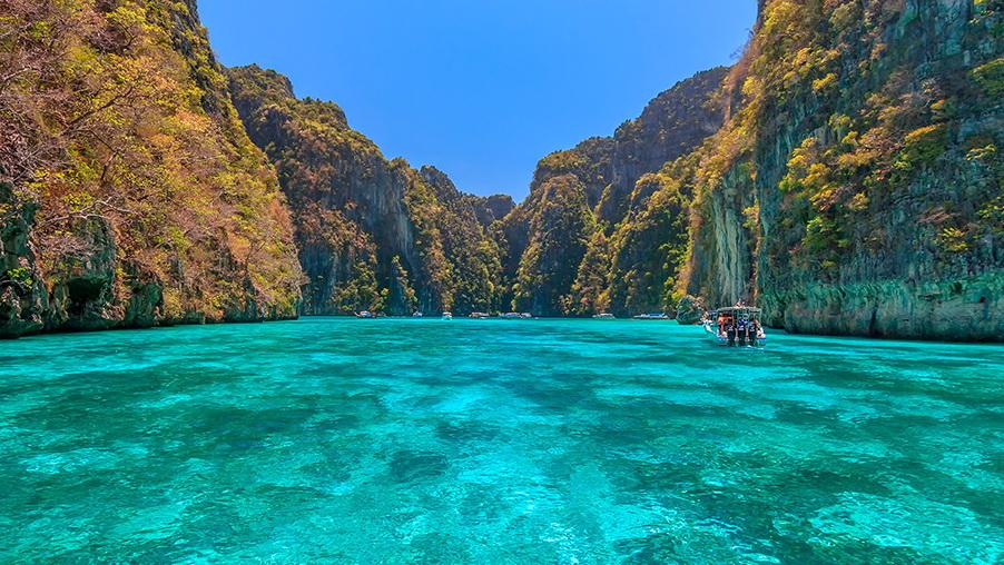 http://fotos.hellotrip.es/tailandia/Tailandia_isla_Phi_Phi.jpg