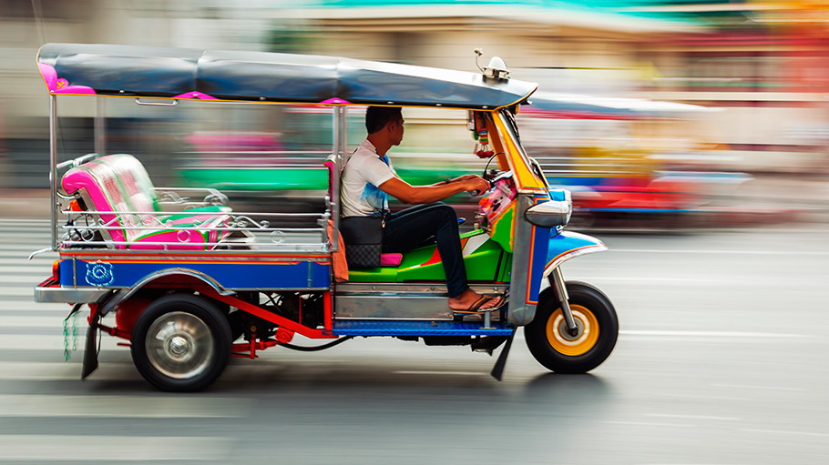http://fotos.hellotrip.es/tailandia/Tailandia_tuk_tuk.jpg