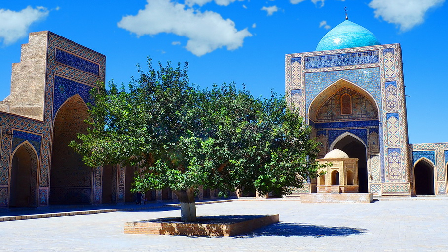 http://fotos.hellotrip.es/uzbekistan/Uzbekistan_Bujara_Mezquita_Bolo_Hauz_2.jpg