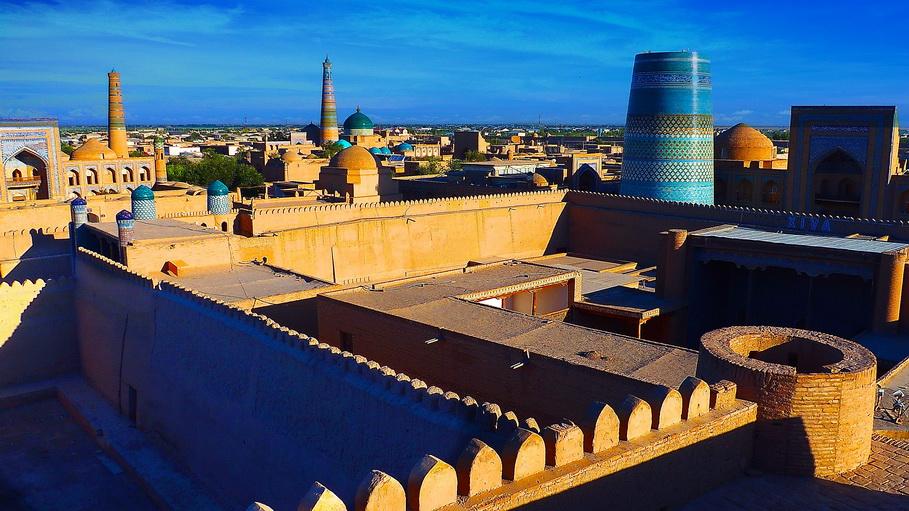 http://fotos.hellotrip.es/uzbekistan/Uzbekistan_Jiva_Ichan-Kala.jpg