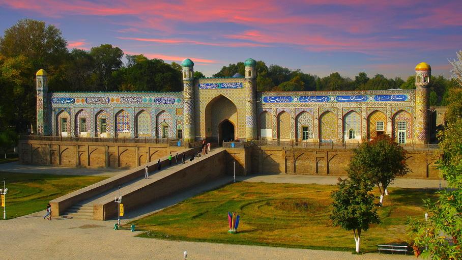 http://fotos.hellotrip.es/uzbekistan/Uzbekistan_Kokand_Palacio_Khudayar_Khan.jpg