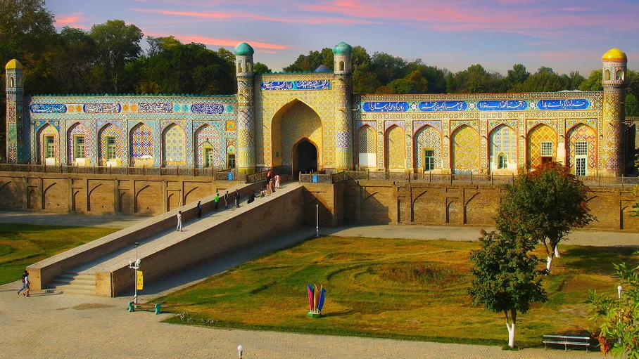 http://fotos.hellotrip.es/uzbekistan/Uzbekistan_Kokand_Palacio_Khudayar_Khan_2.jpg