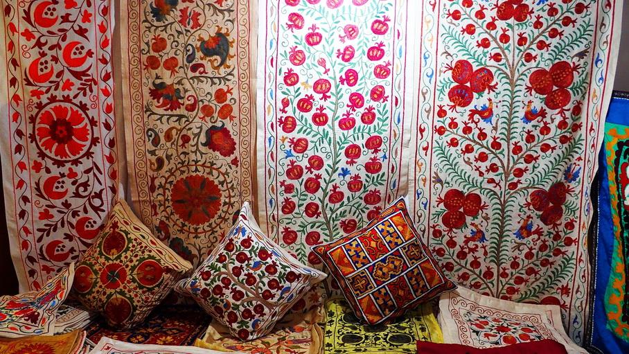 http://fotos.hellotrip.es/uzbekistan/Uzbekistan_Margilan_suzani_seda.jpg