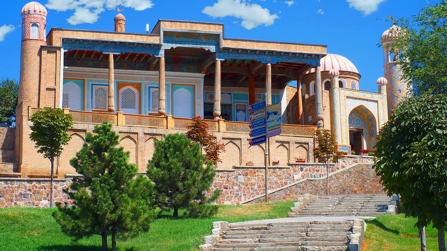 http://fotos.hellotrip.es/uzbekistan/Uzbekistan_Samarcanda_Mezquita_Khazrati_Khizr.jpg