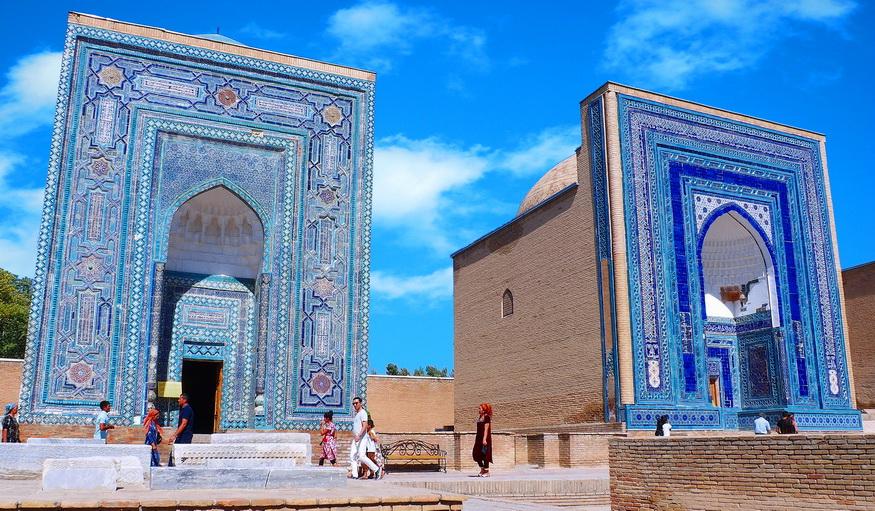 http://fotos.hellotrip.es/uzbekistan/Uzbekistan_Samarcanda_Necropolis_Shahi-Zinda.jpg