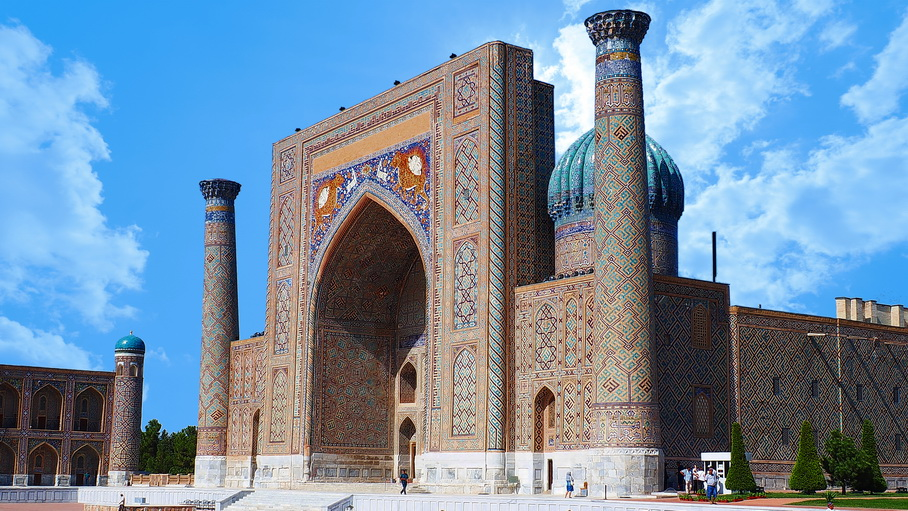 http://fotos.hellotrip.es/uzbekistan/Uzbekistan_Samarcanda_Plaza_Registan.jpg