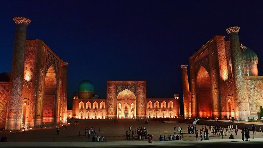 http://fotos.hellotrip.es/uzbekistan/Uzbekistan_Samarcanda_Plaza_Registan_2.jpg