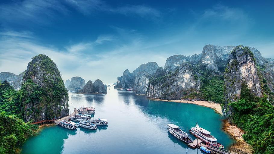 http://fotos.hellotrip.es/vietnam/Vietnam_Bahia_Halong_vistas_aereas.jpg