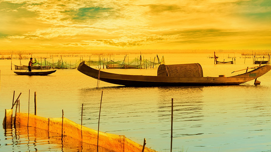 http://fotos.hellotrip.es/vietnam/Vietnam_Delta_Mekong_pescadores.jpg