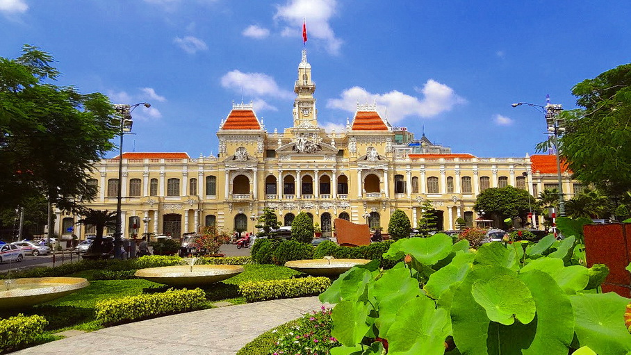 http://fotos.hellotrip.es/vietnam/Vietnam_Ho_Chi_Minh_ayuntamiento.jpg