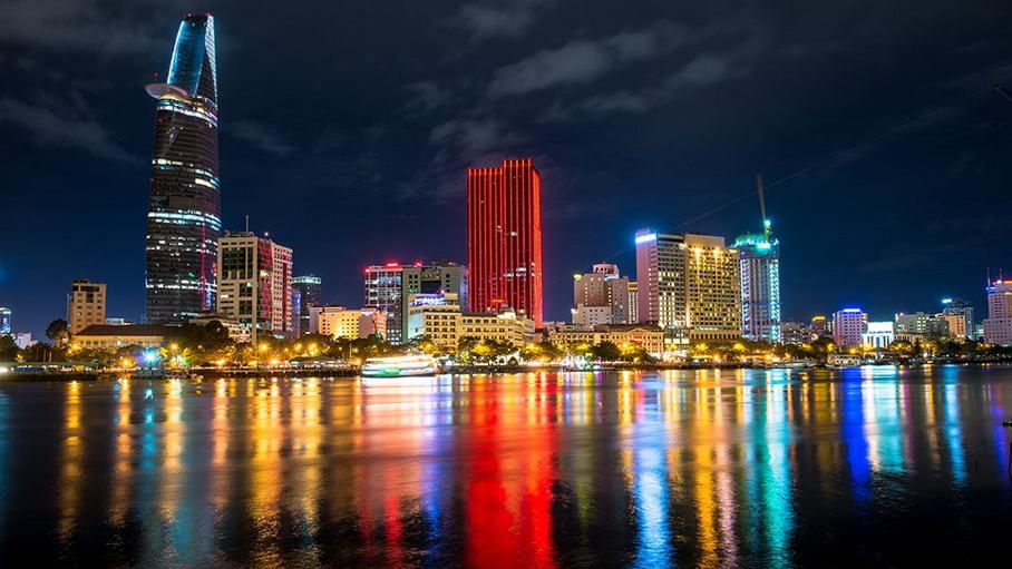 http://fotos.hellotrip.es/vietnam/Vietnam_Ho_Chi_Minh_ciudad_noche.jpg