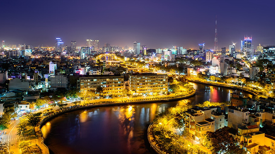 http://fotos.hellotrip.es/vietnam/Vietnam_Ho_Chin_Minh_noche_vistas_ciudad.jpg