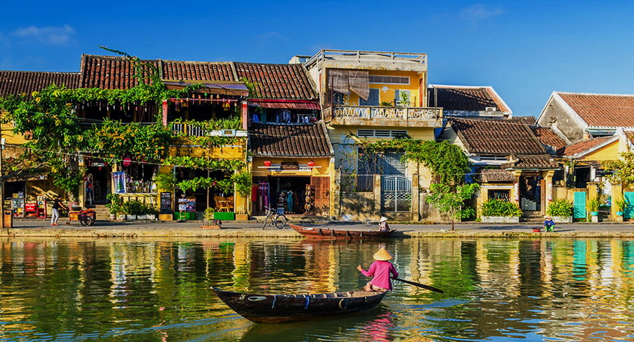 http://fotos.hellotrip.es/vietnam/Vietnam_Hoi_An_pueblo_rio.jpg