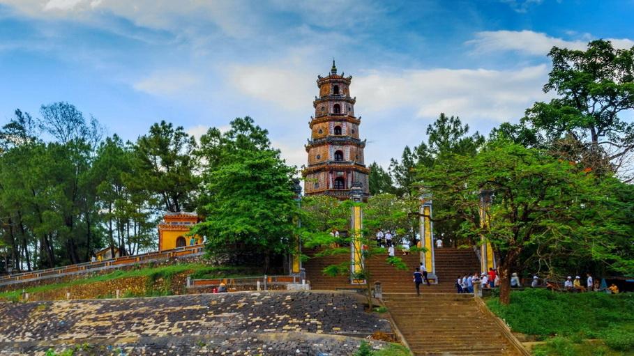 http://fotos.hellotrip.es/vietnam/Vietnam_Hue_Pagoda_Thien_Mu.jpg
