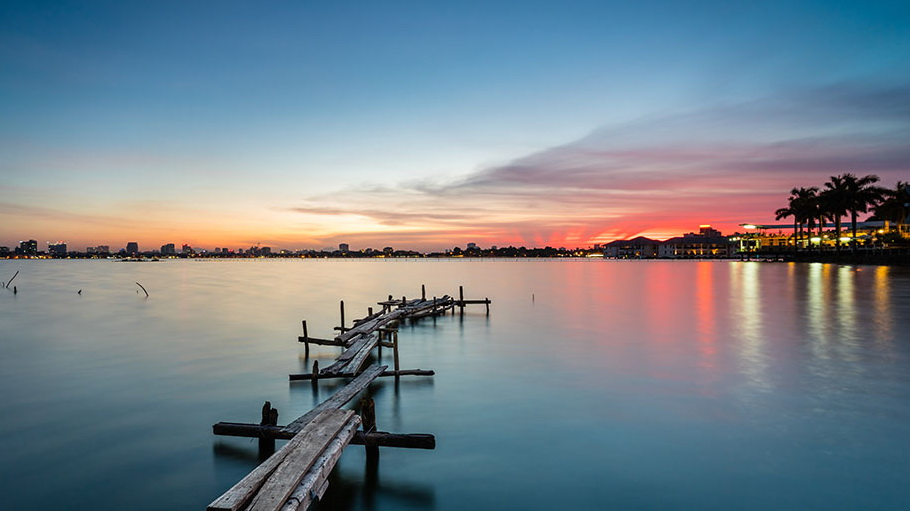http://fotos.hellotrip.es/vietnam/Vietnam_Nha_Trang_embarcadero_playas.jpg