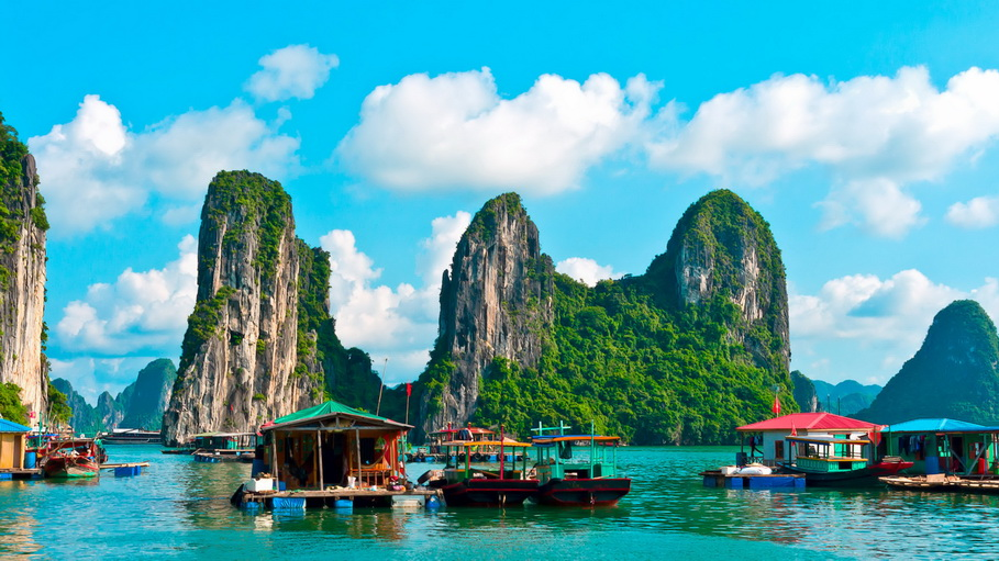 https://fotos.hellotrip.es/vietnam/Vietnam_Tonkin_Bahia_halong_montanas.jpg