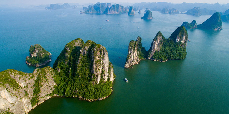http://fotos.hellotrip.es/vietnam/Vietnam_Tonkin_Halong.jpg